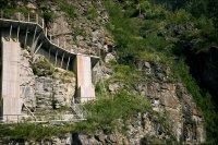 Склоны горы вокруг ГЭС
