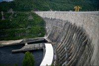 Вид на плотину ГЭС с гребня