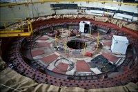Ремонтируемый генератор гидроагрегата №6 вблизи